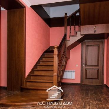 Металлическая лестница с отделкой из дуба г. Павловский Посад