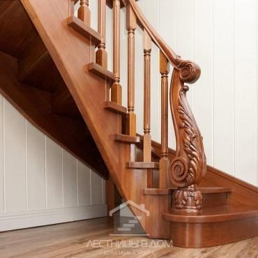 Деревянная лестница с резным столбом из дуба, г. Павловский Посад