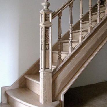 Изящная лестница из массива ясеня г. Павловский Посад
