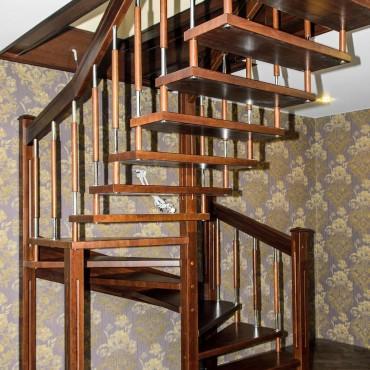Лестница на больцах с комбинированными балясинами,  г. Павловский Посад и Московская область