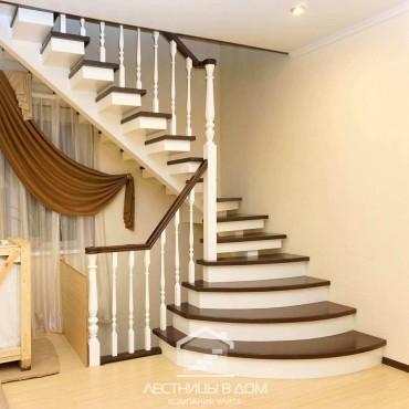 Лестница на монокосоуре с подиумными ступенями г. Щелково