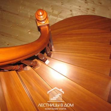 Деревянная  лестница с винтовым участком, г. Электрогорск