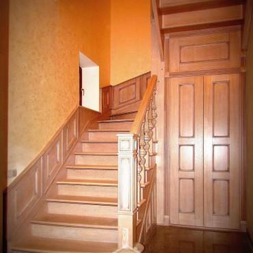 Эксклюзивная дубовая лестница с пристенными панелями г. Павловский Посад
