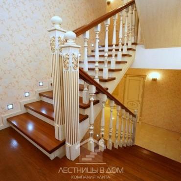 Классическая лестница с подсветкой на металлическом каркасе г. Орехово-Зуево