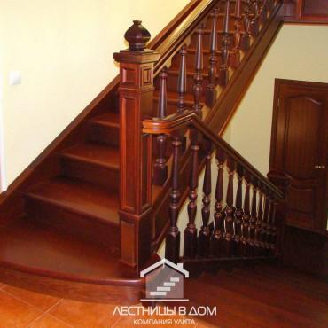 Строгая классическая деревянная лестница в г. Электрогорск