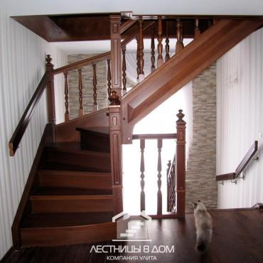 Классические лестницы в частном доме с балюстрадой, г. Павловский Посад