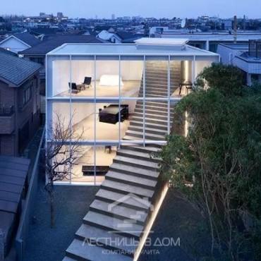 Гигантская лестница в японском доме